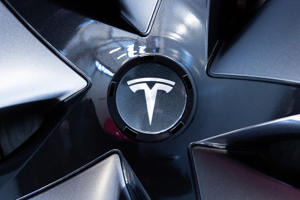 14 February 2019, Hessen, Frankfurt/Main: The logo of the vehicle manufacturer Tesla can be seen on a rim of a Tesla Model 3 in a Tesla Service Center in Frankfurt. Photo: Silas Stein/dpa (Photo by Silas Stein/picture alliance via Getty Images)
