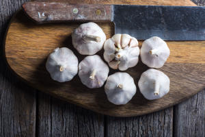 garlic on wooden chopping board
