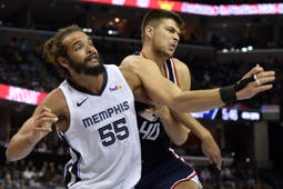 Memphis Grizzlies center Joakim Noah (55) and Los Angeles Clippers center Ivica Zubac (40) struggle for position in the second half of an NBA basketball game Friday, Feb. 22, 2019, in Memphis, Tenn. (AP Photo/Brandon Dill)