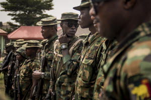 File Photo-Nigerian soldiers hold a military meeting after patrolling Aba, a city in southern eastern Nigeria