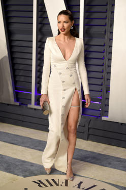 幻灯片 10 - 1: Adriana Lima arrives at the Vanity Fair Oscar Party on Sunday, Feb. 24, 2019, in Beverly Hills, Calif. (Photo by Evan Agostini/Invision/AP)