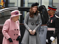 Britains' Queen Elizabeth II accompanied by Kate, Duchess of Cambridge arrives at Kings College in London, Tuesday, March 19, 2019. The Queen and Kate Duchess of Cambridge, will visit King's College London, Tuesday, to open Bush House, the latest education and learning facilities on the Strand Campus. (AP Photo/Alastair Grant)