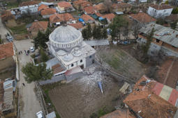 DENIZLI, TURKEY - MARCH 20:  A drone photos shows an aerial view of damaged building and a mosque after a 5.5-magnitude earthquake hit Turkey's southwest, in Denizli, Tureky on March 20, 2019. (Photo by Emin Menguarslan/Anadolu Agency/Getty Images)