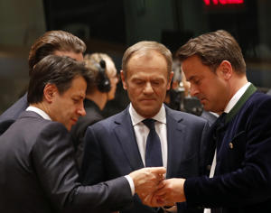 European Council President Donald Tusk, center, speaks with Italian Prime Minister Giuseppe Conte, left, and Luxembourg's Prime Minister Xavier Bettel during a round table meeting at an EU summit in Brussels, Thursday, March 21, 2019. British Prime Minister Theresa May is trying to persuade European Union leaders to delay Brexit by up to three months, just eight days before Britain is scheduled to leave the bloc. (AP Photo/Frank Augstein)