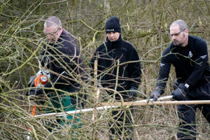 HULL, ENGLAND - FEBRUARY 13: Police officers search dense undergrowth  in Oak Road Park in Hull near to the home of missing 21-year-old student Libby Squire on February 13, 2019 in Hull, England. Libby Squire has been missing from her student home in Hull after a night out with friends in Hull on 31 January. (Photo by Christopher Furlong/Getty Images)