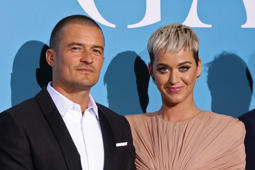 British actor Orlando Bloom (L) and US singer Katy Perry pose upon their arrival at the 2nd Monte-Carlo Gala for the Global Ocean 2018 held in Monaco on September 26, 2018. - On September 26, 2018, the Prince Albert II of Monaco Foundation will hold its second Monte-Carlo Gala for the Global Ocean, a major fundraising event in the heart of Monte Carlo, in order to support its worldwide initiatives in favor of a sustainable ocean, a crucial issue calling for immediate and collective action. (Photo by Valery HACHE / AFP)        (Photo credit should read VALERY HACHE/AFP/Getty Images)