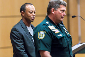 Golfer Tiger Woods leaves Palm Beach County court after he pleaded guilty to a charge of reckless driving in connection with his May arrest for driving under the influence, in Palm Beach, Florida, U.S., Friday, October 27, 2017.   REUTERS/Lannis Waters/POOL