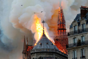 Smoke and flames rise during a fire at the landmark Notre-Dame Cathedral in central Paris on April 15, 2019, potentially involving renovation works being carried out at the site, the fire service said. (Photo by FRANCOIS GUILLOT / AFP)        (Photo credit should read FRANCOIS GUILLOT/AFP/Getty Images)