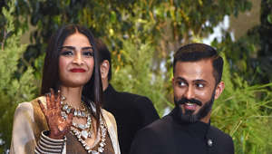Indian Bollywood actress Sonam Kapoor gestures next to her husband, businessman Anand Ahuja after their traditional marriage ceremony in Mumbai late on May 8, 2018. (Photo by Sujit Jaiswal / AFP)        (Photo credit should read SUJIT JAISWAL/AFP/Getty Images)
