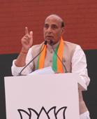 Lucknow: Rajnath files poll papers, no rival yet