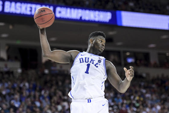 幻灯片 5 - 1: Duke forward Zion Williamson (1) grabs a rebound against Central Florida during the first half of a second-round game in the NCAA men's college basketball tournament Sunday, March 24, 2019, in Columbia, S.C. Duke defeated Central Florida 77-76. (AP Photo/Sean Rayford)