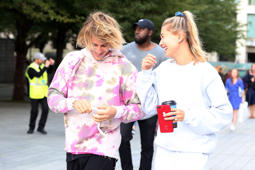 LONDON, ENGLAND - SEPTEMBER 18:  Justin Bieber and Hailey Baldwin visiting the London Eye on September 18, 2018 in London, England.  (Photo by Neil Mockford/GC Images)