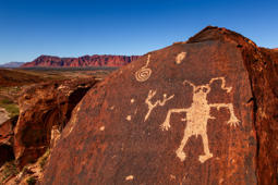 petroglyphs in a southern utah cliff