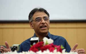 Pakistani Finance Minister Asad Umar speaks to the media during a press conference after stepping down from his ministry, in Islamabad on April 18, 2019. - Pakistan's finance minister Asad Umar has stepped down, he announced on April 18, with no replacement yet named as Islamabad seeks a crucial bailout deal with the International Monetary Fund. (Photo by AAMIR QURESHI / AFP)        (Photo credit should read AAMIR QURESHI/AFP/Getty Images)
