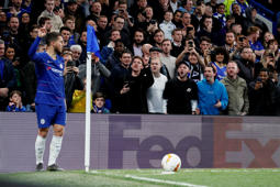 Soccer Football - Europa League - Quarter Final Second Leg - Chelsea v Slavia Prague - Stamford Bridge, London, Britain - April 18, 2019  Chelsea's Eden Hazard prepares to take a corner as fans look on         REUTERS/David Klein