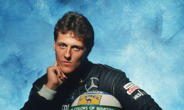 Dia 1 van 41: HAMBURG, GERMANY - NOVEMBER 14: Michael Schumacher of Germany poses during a photo call at the Bongarts Studio on November 14,1991 in Hamburg, Germany. (Photo by Bongarts/Getty Images)