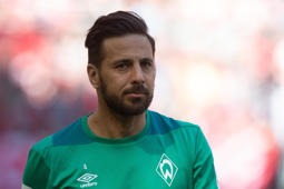 MUNICH, GERMANY - APRIL 20: Claudio Pizarro of SV Werder Bremen looks on during the Bundesliga match between FC Bayern Muenchen and SV Werder Bremen at Allianz Arena on April 20, 2019 in Munich, Germany. (Photo by TF-Images/Getty Images)