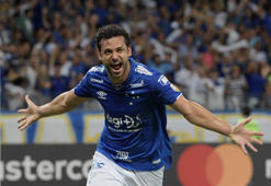 Soccer - Copa Libertadores - Group Stage - Group B - Cruzeiro v Huracan - Mineirao Stadium, Belo Horizonte, Brazil - Abril 10, 2019   Cruzeiro's Fred celebrates scoring their third goal    REUTERS/Washington Alves