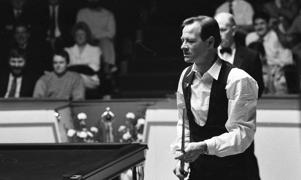 Alex Higgins and Dennis Taylor at the Benson & Hedges quarter final of the Irish masters, 30/03/1990 (Part of the Independent Newspapers Ireland/NLI Collection). (Photo by Independent News and Media/Getty Images)