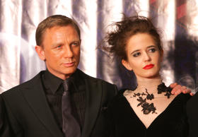 BEIJING, CHINA - JANUARY 29: (CHINA OUT) British actor Daniel Craig (L) and French actress Eva Green attend a press conference prior to the premiere 'Casino Royale' on January 29, 2007 in Beijing, China. (Photo by China Photos/Getty Images)