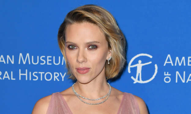 幻灯片 19 - 1: Actress Scarlett Johansson attends the American Museum of Natural History's 2018 Museum Gala on November 15, 2018 in New York City. (Photo by Angela Weiss / AFP)        (Photo credit should read ANGELA WEISS/AFP/Getty Images)