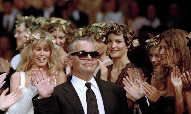 幻灯片 21 - 2: Karl Lagerfeld. (Photo by Pool SIMON/STEVENS/Gamma-Rapho via Getty Images)