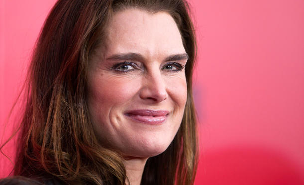 "Slide 1 of 25: Actress Brooke Shields attends the premiere of the film ""The Hunger Games: Catching Fire"" in New York, November 20, 2013.    REUTERS/Carlo Allegri (UNITED STATES - Tags: ENTERTAINMENT) - RTX15ML3"