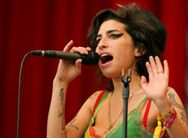 (FILES) In this June 22, 2007 file picture, British pop singer Amy Winehouse per...