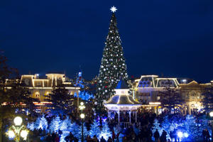 Whether you want to see the skyline glittering or snow-covered trees, the Christmas is up again. But the question is where you should spend the big day? Have a look at the places where you can celebrate Christmas.