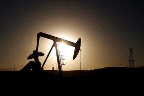 <p>A pump jack is seen at sunrise near Bakersfield, California October 14, 2014. </p>