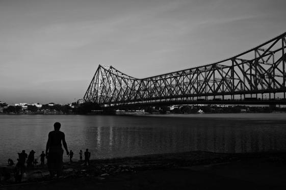 The iconic Howrah Bridge over the Hooghly river in Kolkata. Officially named Rabindra Setu, it is the sixth-longest cantilever bridge in the world.