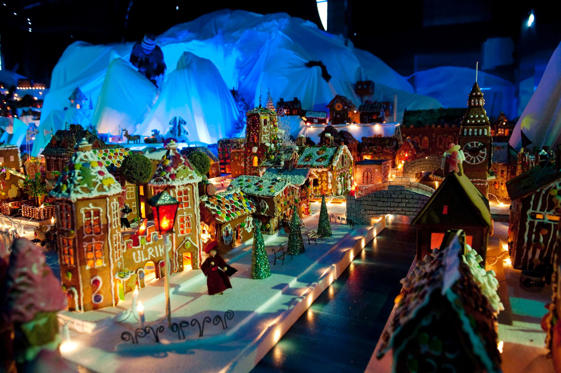 A common tradition here is to light a candle every night from Christmas Eve to New Year's Day. The gingerbread town in Bergen and Tregaarden's Christmas House in Drobak are a few attractions around the country.