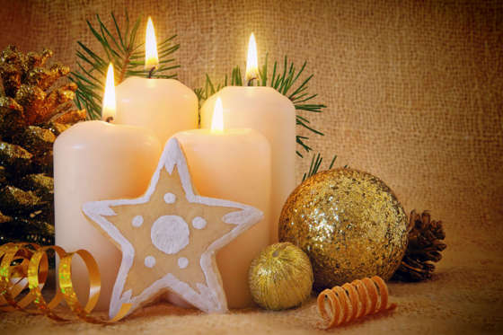 A common Christmas decoration is the Advent light. Two types are very popular: one, the Advent wreath with four candles for each Sunday of the Advent and second, seven candles in a triangle-shaped candelabra.