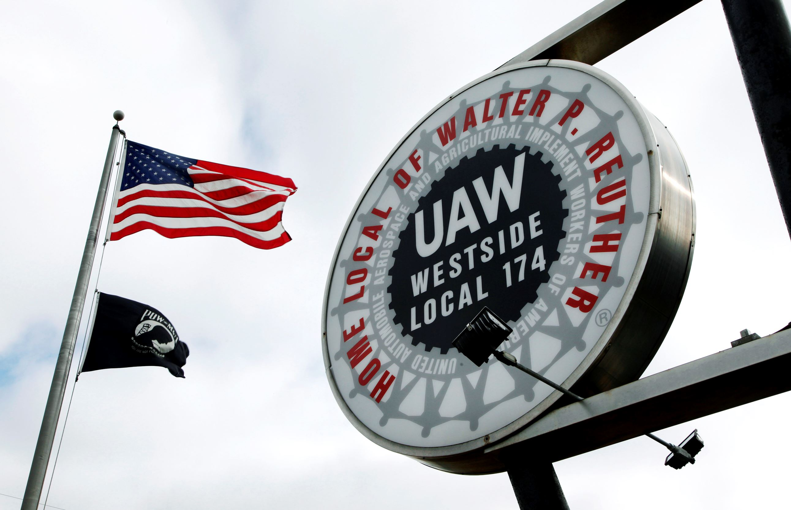 USA auto workers union seeks two-week halt due to virus