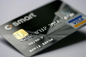 GERMANY - JANUARY 16: GERMANY, Credit card Smart Card Visa of the DaimlerChrysler Bank with EMV Chip, which substitutes the magnetic strip. (Photo by Ulrich Baumgarten via Getty Images)