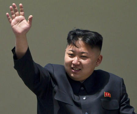 "Dia 1/34: FILE - In this Sunday, April 15, 2012 file photo, North Korean leader Kim Jong Un waves from a balcony at the end of a mass military parade in Pyongyang's Kim Il Sung Square. The online version of China's Communist Party newspaper has hailed a report by The Onion naming Kim as the ""Sexiest Man Alive"" - not realizing it is satire. The People's Daily on Tuesday, Nov. 27, 2012 ran a 55-page photo spread on its website in a tribute to the round-faced leader, under the headline ""North Korea's top leader named The Onion's Sexiest Man Alive for 2012."" (AP Photo/David Guttenfelder, File)"