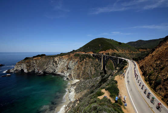 The iconic 198-km route that starts at Monterey ending at Morro bay is considered to be the most iconic drive in North America. It threads through central California cutting through Carmel-by-the-sea, through Big Sur hugging the coast overlooking the cliffs in the vastness of the blue pacific ocean.