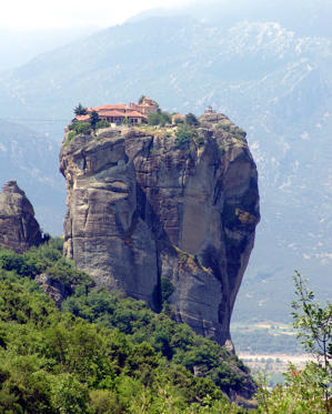 圖片 3 /共 26 張: Picture shows the monastery Agia Triada or Holy Trinity, one of the six monasteries still open for the public in Meteora, central Greece, Saturday, June 4, 2005.  The roots of the ancient orthodox Christian monastic community in Meteora date back to the 10th century, when the first anchorites and hermits arrived and settled in rock caves. The present monasteries on top of the landmark shaped rocks were largely founded between the 14th and 16th century. Today the spot is one of Greece most visited places by foreign and domestic tourists. But for the latter it is more - a pilgrimage to one of its holiest sites. (AP Photo/Oliver Koenig)