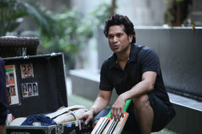 Sachin takes blessings from his 'Guru'