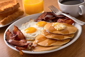 Pancakes, bacon & eggs