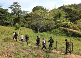 Prison guards escort inmates, who are looking for a pit, as they walk in a rural area close to Chaguani, Colombia, June 18, 2015.