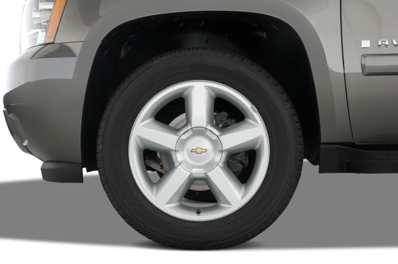 Slide 1 of 25: 2013 Chevrolet Avalanche