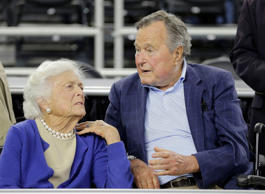 "<span style=""color:#333333;font-size:13px;background-color:#ebebe4;"">In this March 29, 2015, file photo, former President George H.W. Bush and his wife Barbara Bush</span>"