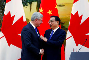 Canadian Prime MInister Stephen Harper (l) with Chinese Premier Li Keqiang in Beijing, November 8, 2014.