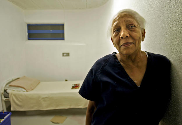FILE - In this Sept. 23, 2005 file photo, Doris Payne, a 75-year-old who claims to be an international jewel thief poses in her cell at Clark County jail in Las Vegas.