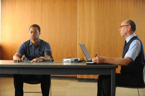 'The People v. O.J. Simpson: American Crime Story' - Pictured: (l-r) Cuba Gooding, Jr. as O.J. Simpson, Joseph Buttler as Polygraph Examiner.