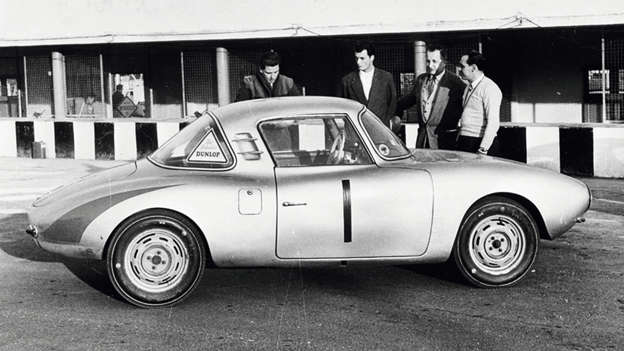 The lightweight DKW Monza featured a polyester body and superb aerodynamics. These factors helped it secure five world records… in a single day.
