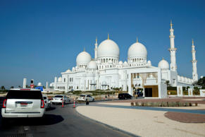 File: The motorcade carrying US Secretary of State John Kerry (C) approaches the Sheikh Zayed Grand Mosque in Abu Dhabi on November 23, 2015.