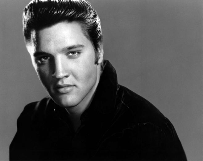 UNSPECIFIED - JANUARY 01: Photo of Elvis PRESLEY; Posed studio portrait of Elvis Presley (Photo by RB/Redferns)