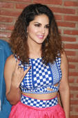 Sunny Leone spotted with friends in Mumbai